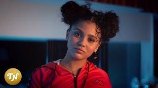 Смотреть клип Zoë-Jadha - Youngin Ft. Latifah