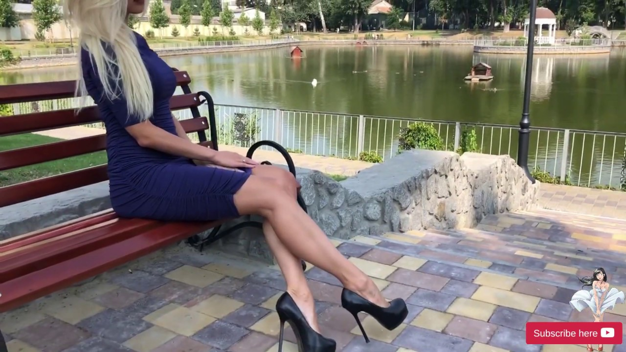 This hot blonde Lady on 15 cm black sexy high heels