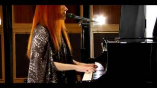 Watch Tori Amos Jeanette Isabella video