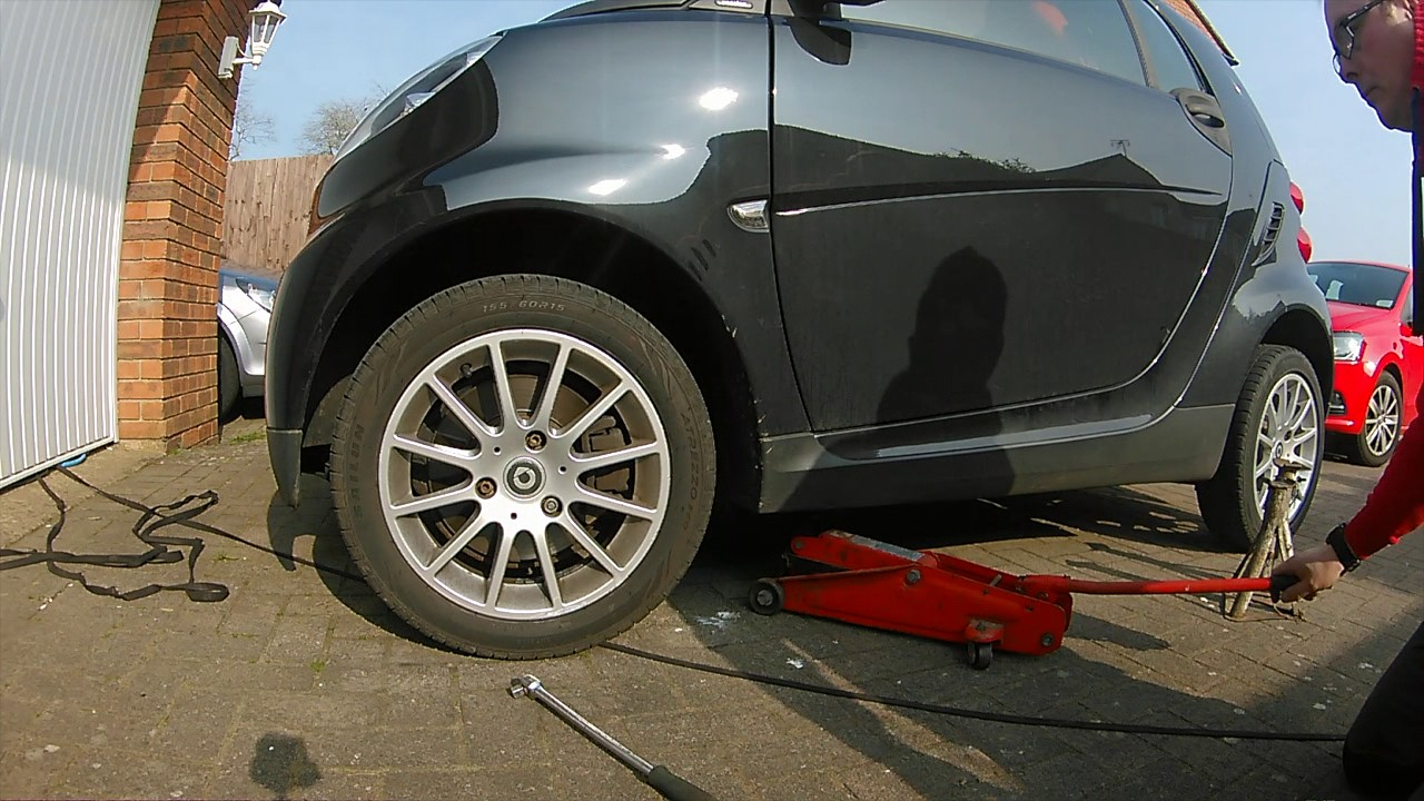 how to remove a smart car wheel youtube