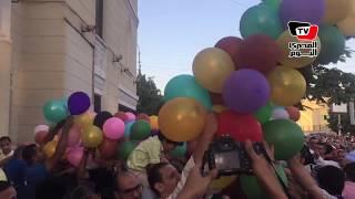 «بهجة وصراخ» بين المصلين لحظة سقوط البلالين عقب صلاة العيد بمسجد «أبوبكر الصديق»