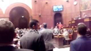 بالفيديو.. النواب يقنعون عبد الحميد كمال بالعودة لاجتماع