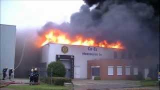 Zeer grote brand in bedrijfspand Waalwijk