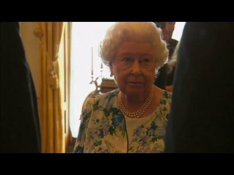 David Cameron tells The Queen