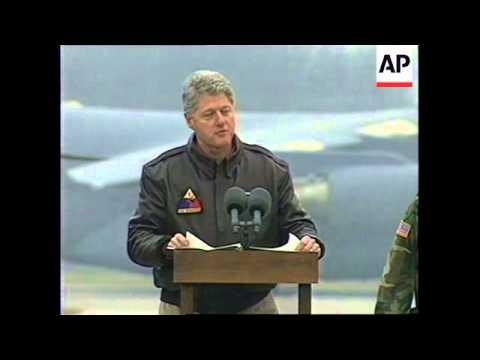 BOSNIA: TUZLA AIR BASE: US PRESIDENT CLINTON ARRIVAL
