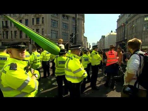 شاهد: نشطاء حركة مكافحة تغير المناخ يسدون شوارع لندن  - نشر قبل 2 ساعة