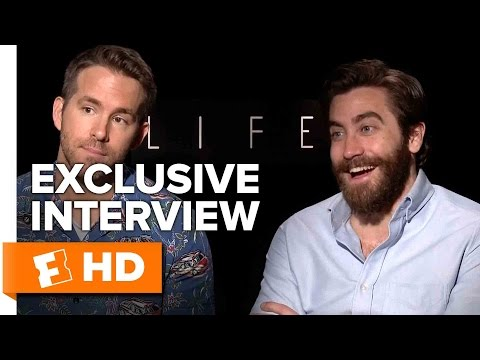 Ryan Reynolds and Jake Gyllenhaal Exclusive 'Life'' Interview (2017)