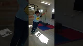 כדורשת: שיפור קפיצה לפני אימון שחקניות כדורשת וכדור עף