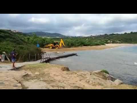 Grig: a Palau la foce di un rio chiusa con una ruspa