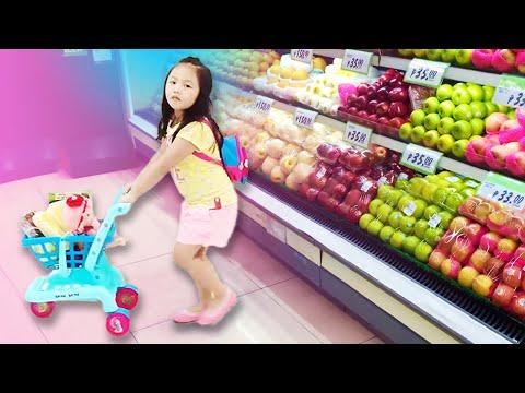 Smartest 4yr Old Grocery Shopper ! Being Independent