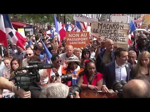 Download Thousands protest President Emmanuel Macron's health pass