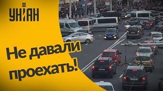 В Беларуси водители блокировали автобусы ОМОНа!
