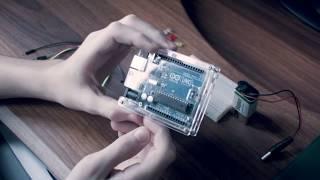 Урок #2. Схема светофора на базе Arduino UNO (c RGB светодиодом вместо зеленого)