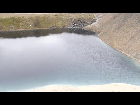 Coronavirus, l'acqua del lago è tinta di nero: il provvedimento per tenere alla larga i turisti