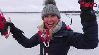 Heidi Suomi pilkkikalastamassa