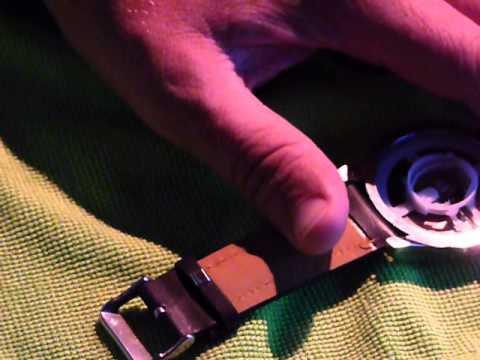 armbanduhr-öffnen-und-zifferblatt-heraus-nehmen