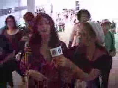 Carol Castro é entrevistada no SPFW Verão 2008 - iG