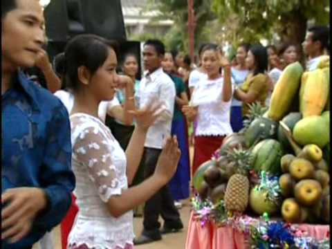 Romvong Bro-pay-nee - Sos Mach & Pov Panha Pich [Khmer Karaoke]