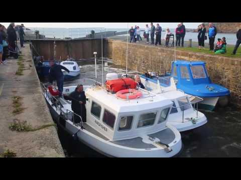 Bude Lock - Boats coming up for winter 2016