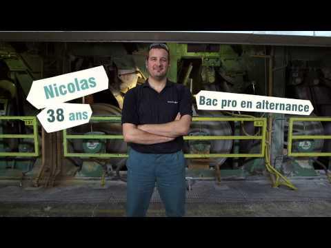 Vidéo de conducteur/trice de machines à papier
