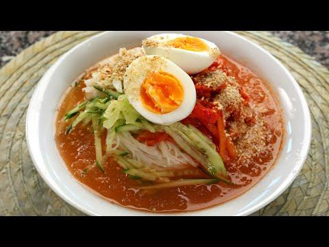 Cold kimchi noodle soup (kimchimari-guksu: 김치말이국수)
