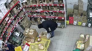 Черногорец украл в супермаркете целую коробку виски