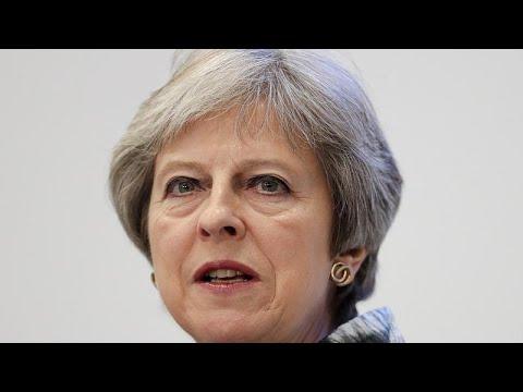 Theresa May cede e vence votação no parlamento