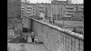 The building of the Berlin Wall