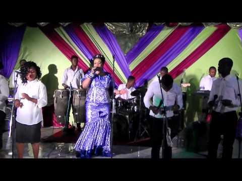 Concert Live A luanda-Angola avec Maman Abigail Londa Nimi