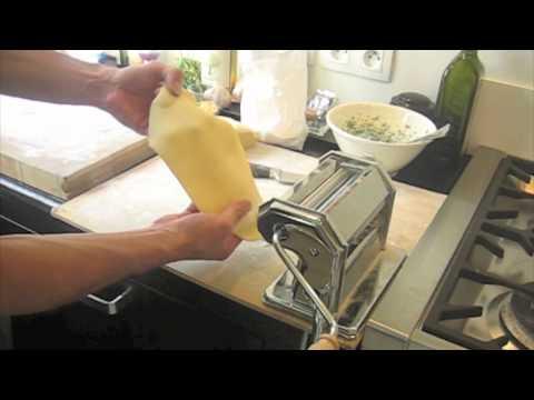 Ravioli farcis à la ricotta & épinards sauce beurre sauge pignons de pin
