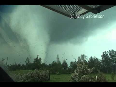 April 27, 2011 Close Range Mississippi Tornado!