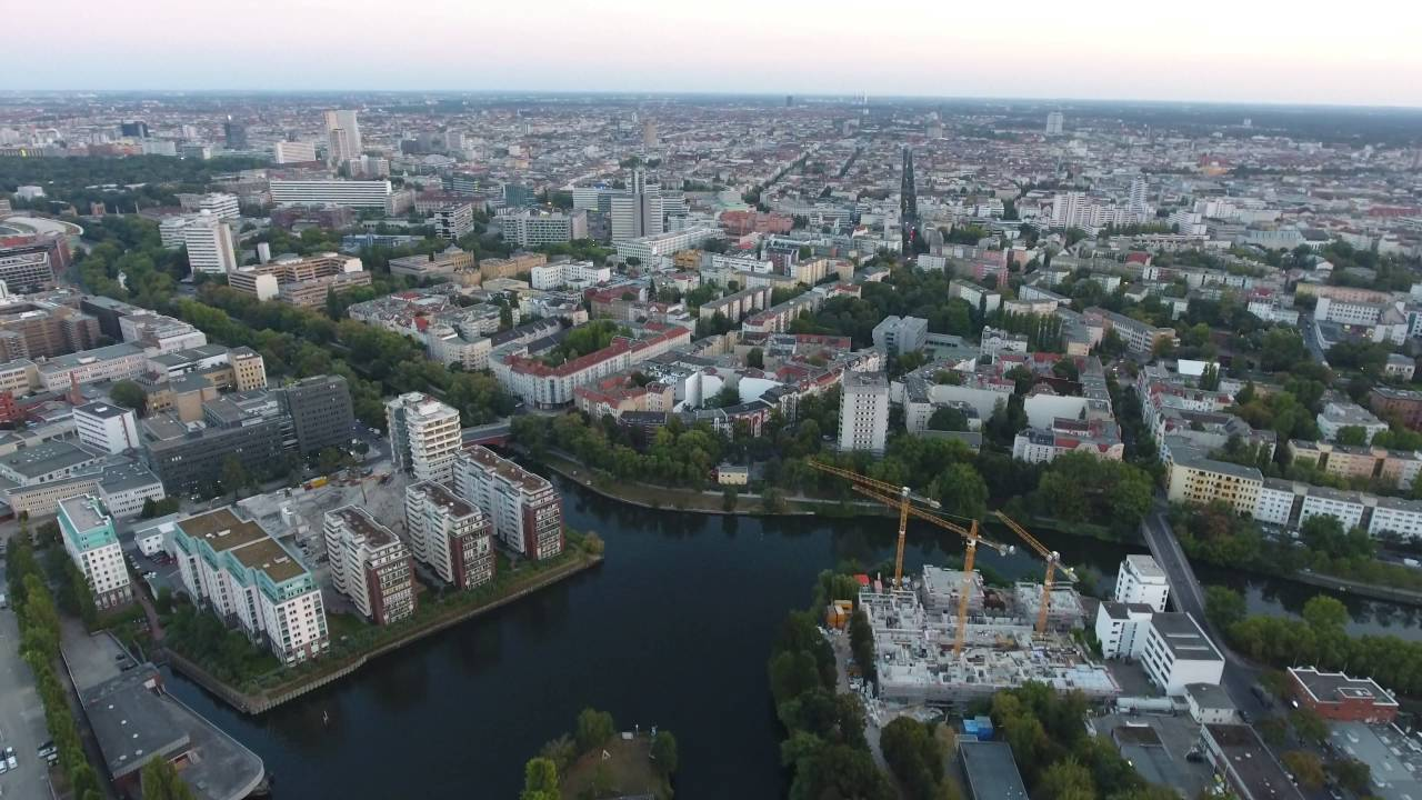 Берлин, район канала Verbindungskanal с высоты птичьего ...