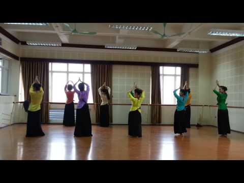 DVK30 với bài tập múa dân tộc Việt
