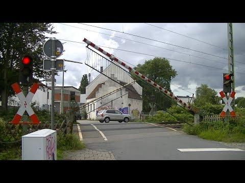 Spoorwegovergang Bremen-Hemelingen (D) // Railroad crossing // Bahnübergang