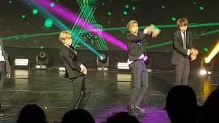 20181014 - BTS France-Korea friendship concert- DNA (방탄소년단)