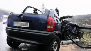 Cansu ve Hilal 18.Dezember 2011 Autounfall 2017 Video