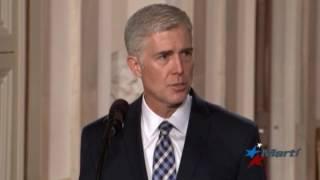 Presidente Trump designa candidato conservador a la Corte Suprema