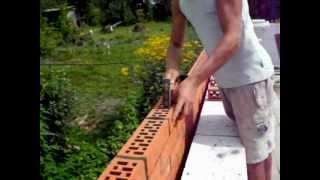 Кирпичная кладка(В видео показывается наружная отделка керамическим кирпичом стен, выполненных из газосиликатных блоков., 2012-08-27T11:58:45.000Z)