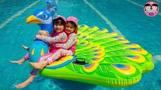 หนูยิ้มหนูแย้ม   นกยูงเป่าลม Kids Play Giant Peacock Water Pool