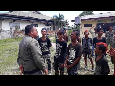 Ditangkap polpp, Anak Punk JAMBI di suruh nyanyi