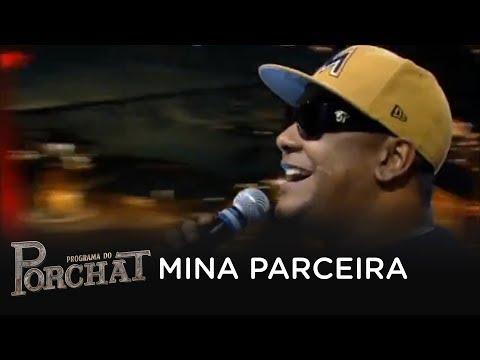 Márcio Victor canta novo sucesso no palco do Porchat