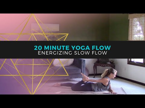 Energizing Yoga for Beginners // Wake Up Yoga Flow // Better Than Coff…