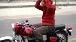 Turban Tying On Bike_By Manjeet Singh Ferozpuria Turban Coach 94635-95040 www.punjabiturban.com