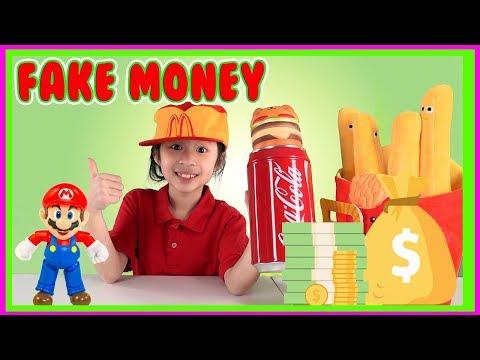 Pretend Play Kaycee use Fake Money to buy McDonalds