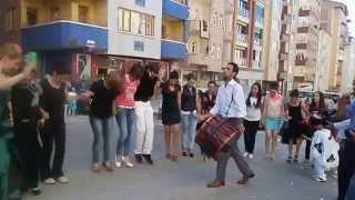 Malatya'nın sokak düğünlerinde halay muhteşem(Wedding)