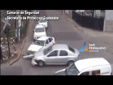 San Fernando: espectacular choque de dos autos en Sobremonte y Malvinas Argentinas
