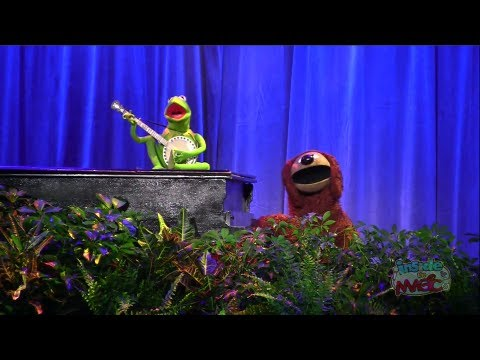 """Kermit and Rowlf sing """"Rainbow Connection"""" at the 2011 D23 Expo"""