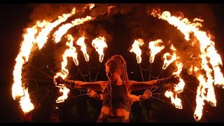 the best fire show.ФАЕР ШОУ ДЕВУШКА ОТЖИГАЕТ!!!