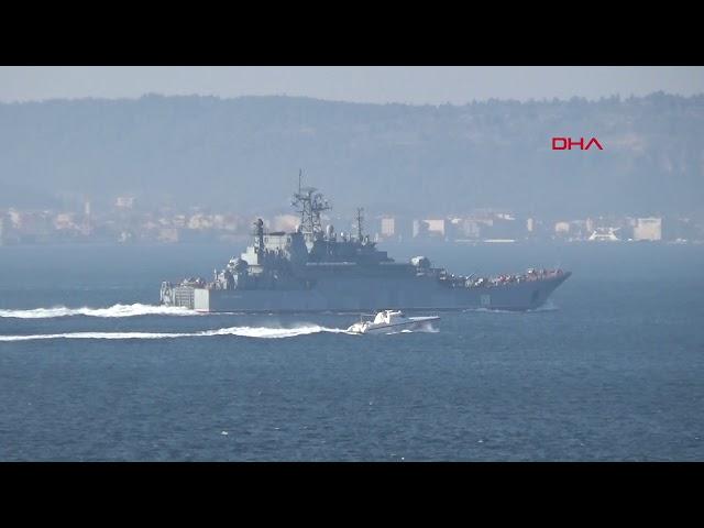 Rus savaş gemileri peş peşe Çanakkale Boğazı'ndan geçti