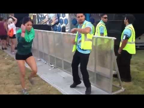 Tanzender Ordner / Dancing Security Guard (Hardstyle)